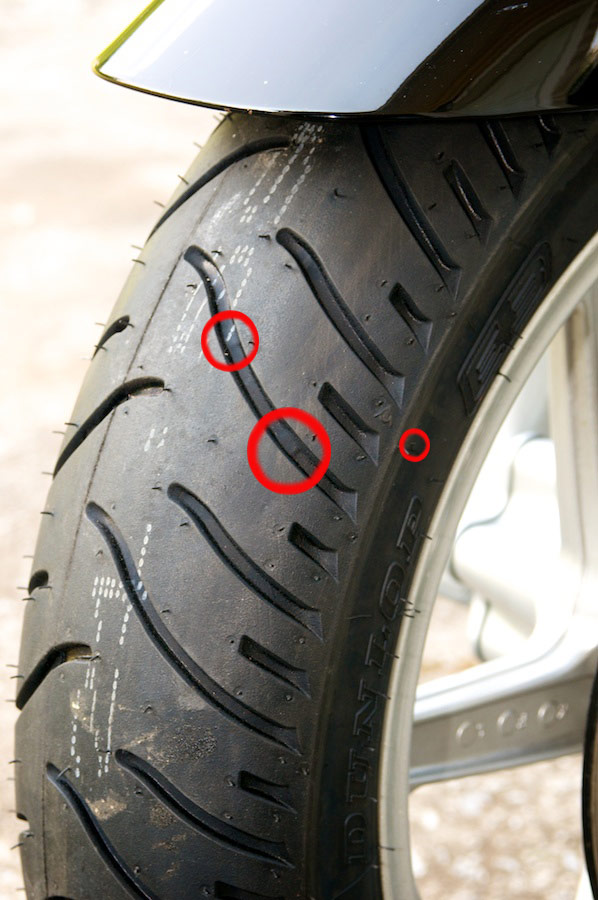 side view of new dunlop elite three motorcycle tire showing wear bar location