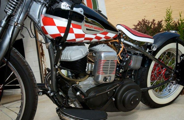 left side view 45 harley bobber showing gear shift