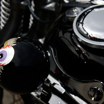 flathead harley bobber shifter knob detail