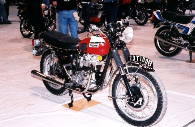 triumph daytona at motorcycle show