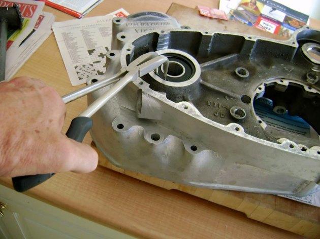 vincent-engine-case-seal-install