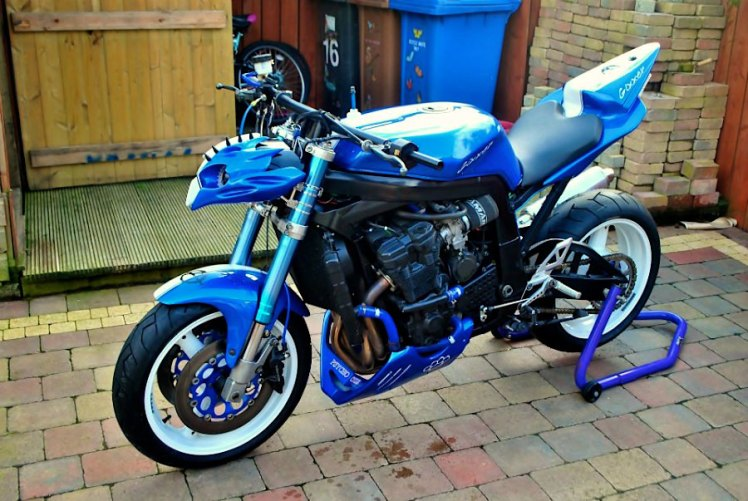 1995 GSXR 750 street fighter left front view