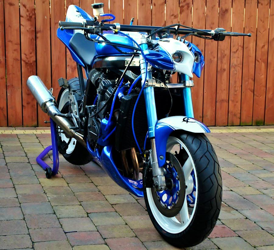 1995 GSXR 750 street fighter right front view