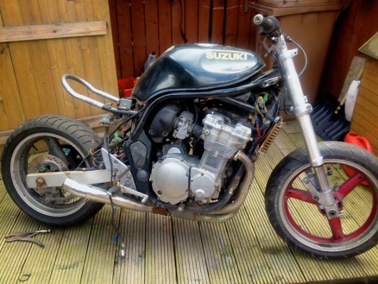 suzuki 600 bandit test fitting brat frame loop side view