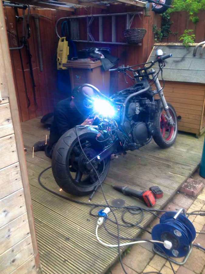 suzuki 600 bandit street fighter welding brat frame loop right side view