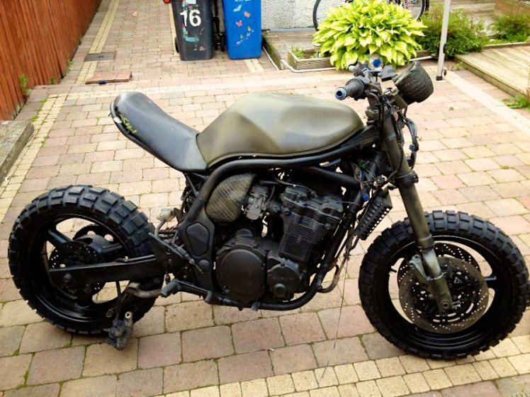 suzuki 600 bandit military street fighter right side view