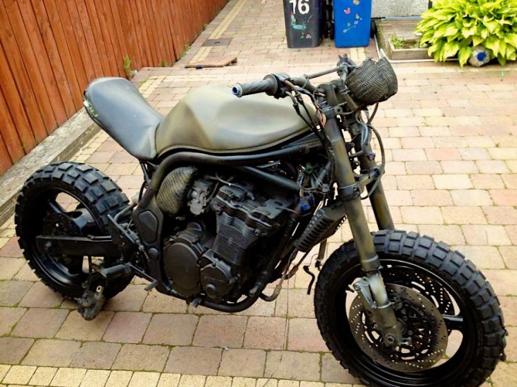 suzuki 600 bandit military street fighter right side front view
